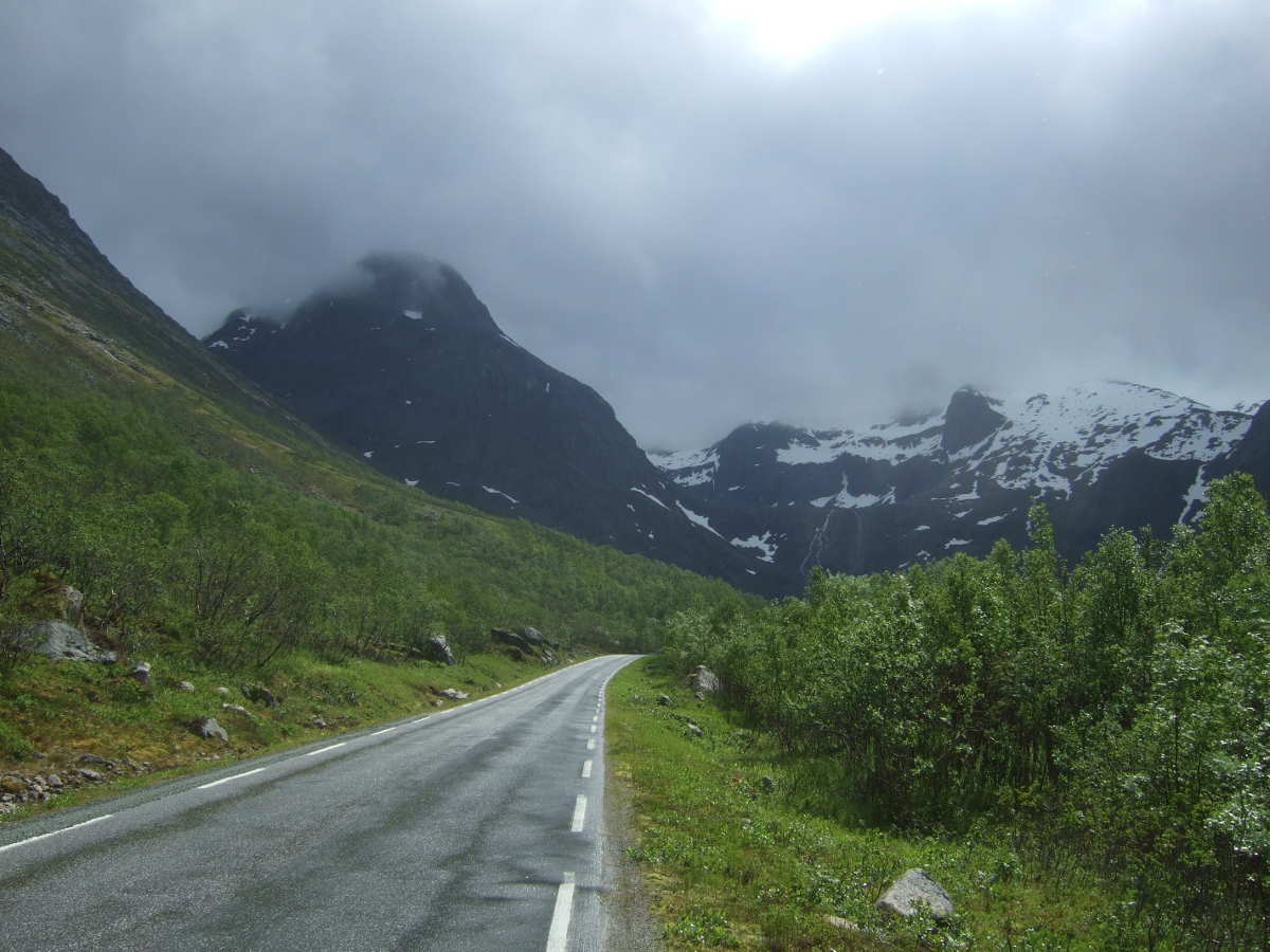 Downhill to Grotfjord